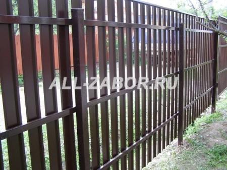 Забор из евроштакетника на 3 лагах