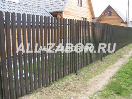 Односторонний серый забор из евро штакетника