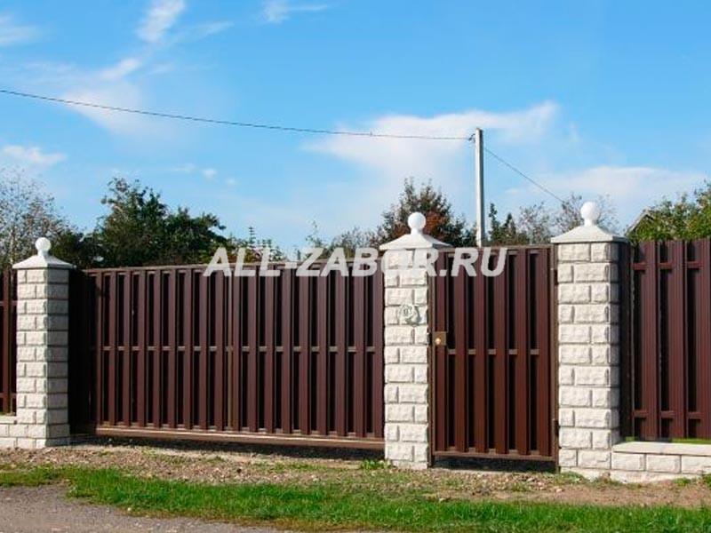 Забор из евроштакетника с калиткой и воротами